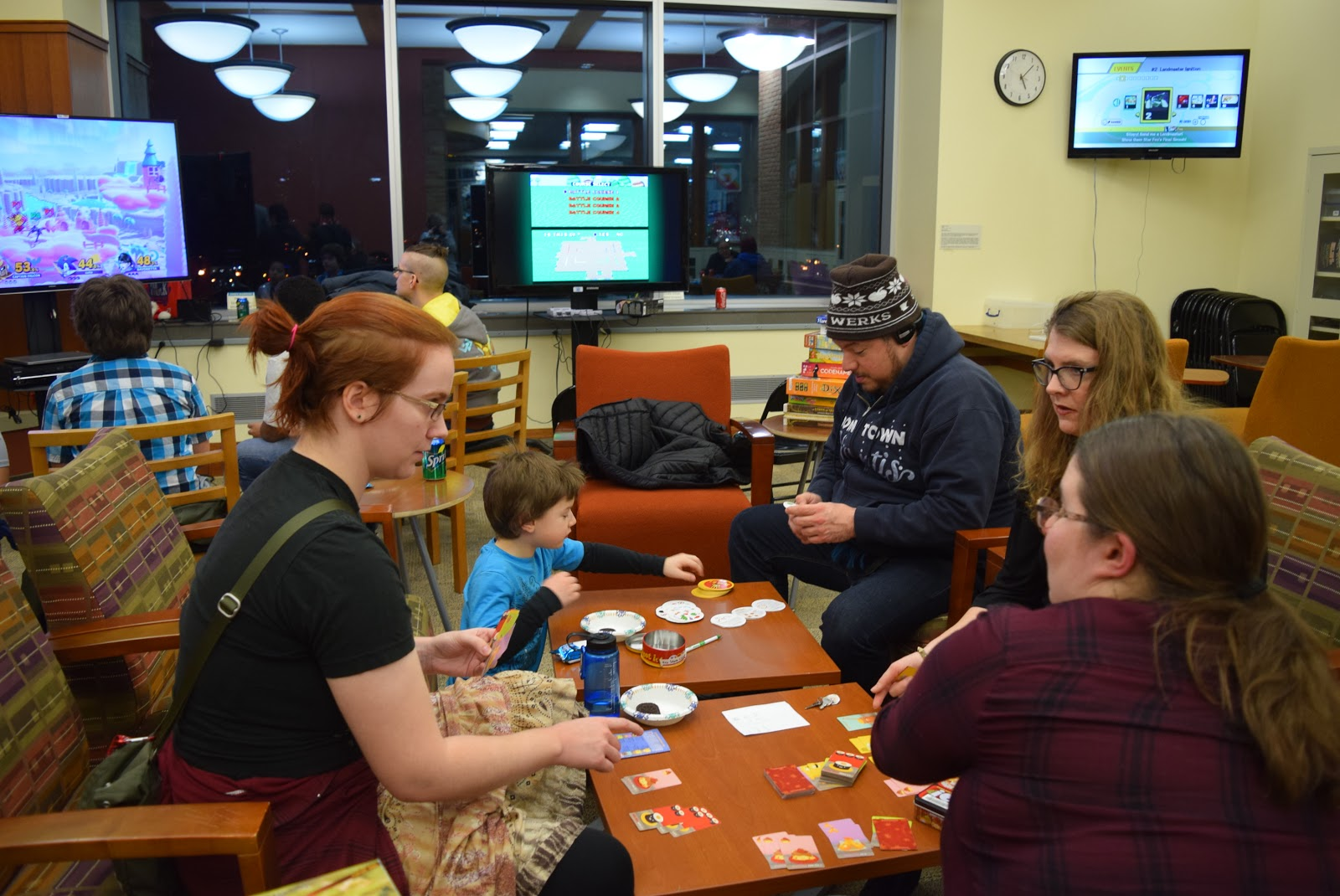"Metro State student Samara Garrett, left, plays the card game ""Sushi Go!"" with librarian Jennifer DeJonghe. (Margot M. Barry / The Metropolitan)"