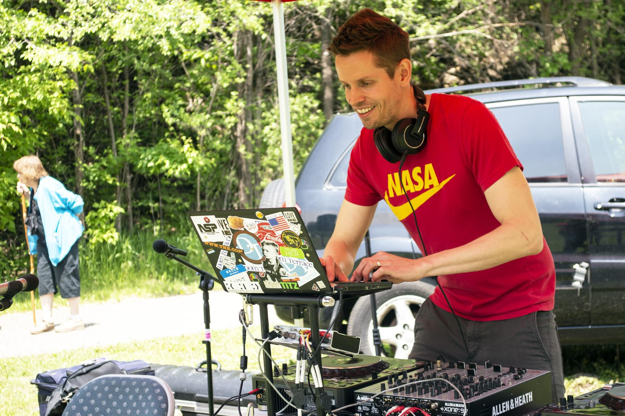 A DJ from East Side radio station WEQY (104.7 FM) gets the crowd excited at the main stage. Established in 2015, WEQY is one of the sponsors of Art in the Hollow and is the only radio station broadcasting from the East Side neighborhood of St. Paul. (Mandy Hathaway / The Metropolitan)